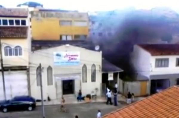 Igreja pegou fogo em Pouso Alegre. Foto: minasacontece.com