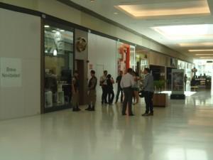 Políciais investigam roubo a joalheria no Serra Sul Shopping. Foto: minasacontence.com