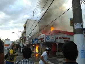 Fogo atinge ótica em Pouso Alegre e outras 4 lojas Foto:Gabriela Barros Santiago