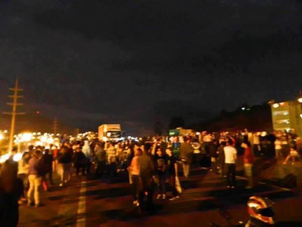 Manifestantes fecham a Fernão Dias