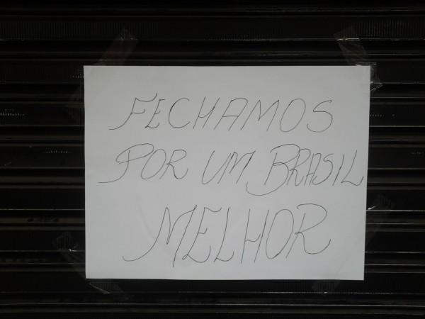 Algumas lojas fecharam em apoio aos manifestos. Foto: Juliano Finamor
