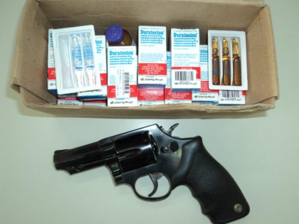 Arma e anabolizante encotrado