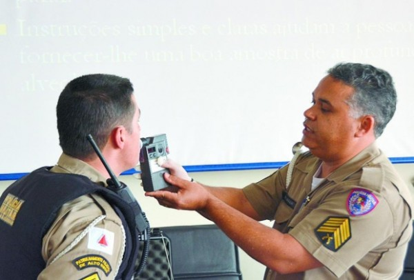 Treinamento. Policias militares e bombeiros participaram de simulado para manusear etilômetro