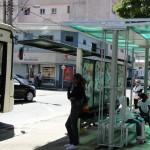 Parte do pacote de melhorias formulado para o transporte público em Pouso Alegre, os novos abrigos para pontos de ônibus ...