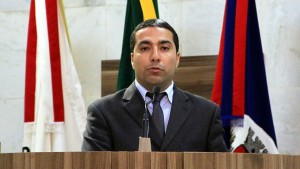 Lider do executivo na Cãmara, Rafael Huhn voltou a criticar secretários do executivo. Foto: Câmara Municipal de Pouso Alegre