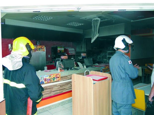 Lanchonete no Centro de Pouso Alegre sofre princípio de incêndio (Foto: Léo Nunes/PA Notícias)