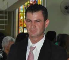 Reginaldo Pereira da Gama morreu enquanto trabalhava instalando calhas. Foto: reprodução facebook