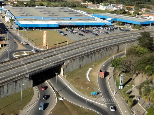 Hipermercado Baronesa terá que indenizar cliente por furto dentro de seu estacionamento