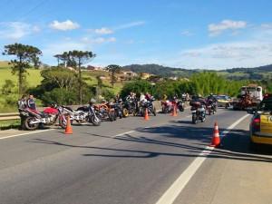 Motociclistas são presos tirando racha na Fernão Dias (Foto: Reprodução EPTV)
