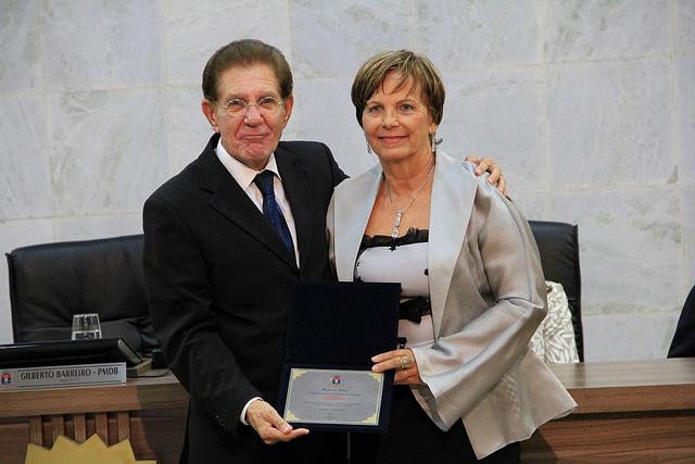 Vereador Gilberto Barreiro homenageou a jornalista Stella Cobra