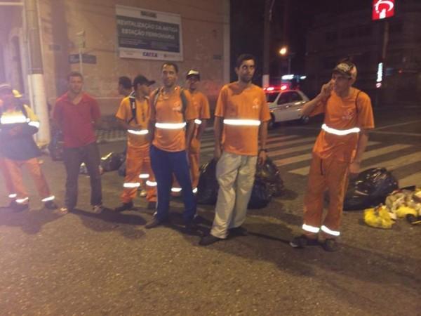 Garis protestam por pagamento de beneficios. Foto: <a class='post_tag' href='http://pousoalegre.net/topicos/douglas-vasconcelos/' >Douglas Vasconcelos</a>  / Reprodução Facebook