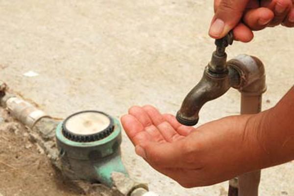 Moradores do bairro Jatobá estão sem água.