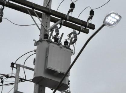 Lampadas LED consomem menos energia e iluminam mais.