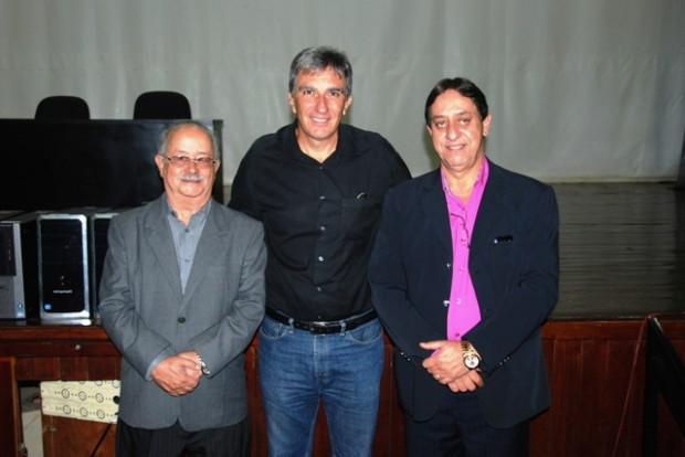 Prof. Carlos Laraia, Presidente da FUVS Rafael Simões, e Prof. Benedito Afonso Pinto Junho. Foto: Divulgação FUVS
