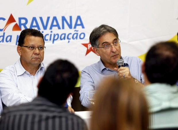 Coletiva de imprensa contou com a presença do Prefeito Agnaldo Perugini, e dos deputados Ulysses Gomes e Odair Cunha. Foto: Manoel Marques/Divulgação