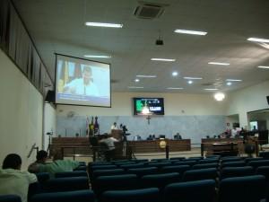 Em um dos poucos momentos sem menção a deputados, um dos vereadores apresentou denúncia contra a prefeitura. Foto: Daniela Ayres