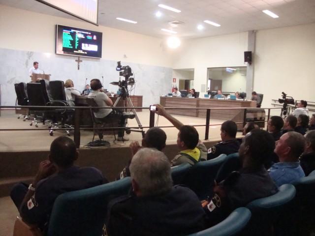 Guardas municipais acompanham pronunciamento de vereador que denunciou irregularidades na corporação. Foto: Daniela Ayres