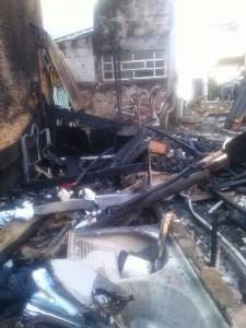 Casa ficou totalmente destruida. Foto: Reprodução Facebook