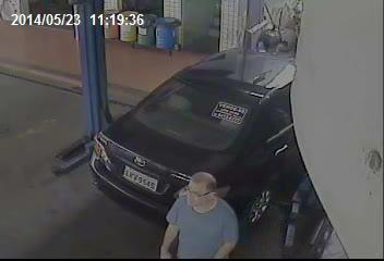 Homem fingiu ser o dono do veículo para furta-lo. Imagem : Circuito interno