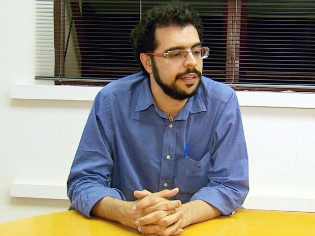 Secretário de saúde dece subir a tribuna nesta terça-feira (Foto: Reprodução EPTV / Edson de Oliveira)