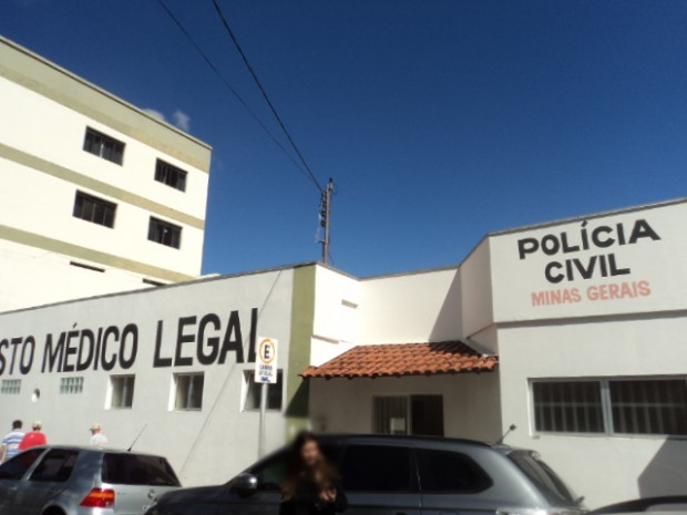 Família tentou agredir acusado na entrada do IML, alem de tentar invadir local.