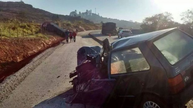 Uno bateu de frente com carreta. Foto: Fernando Lima