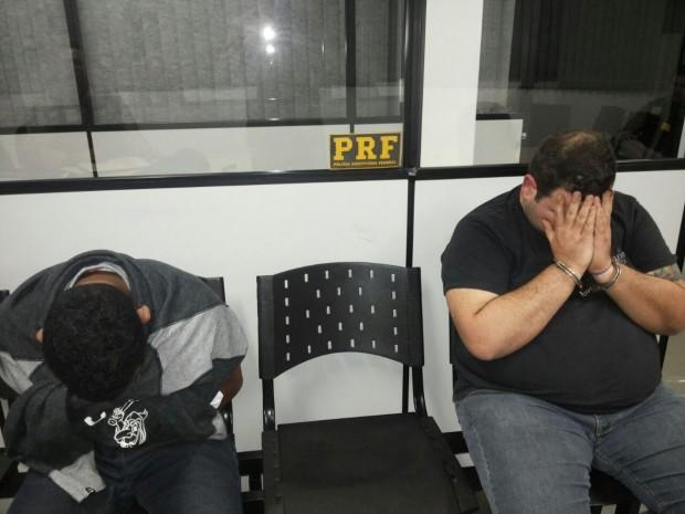 Traficantes não quiseram mostrar o rosto.  Foto: Divulgação PRF