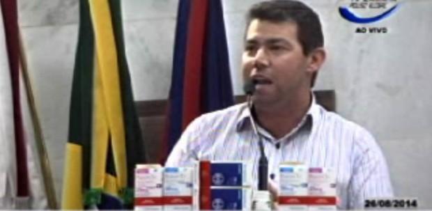 Adriano da Farmácia: Tem remédio sendo entregue que esta vencido desde Março de 2013. Imagem: Reprodução TV Câmara