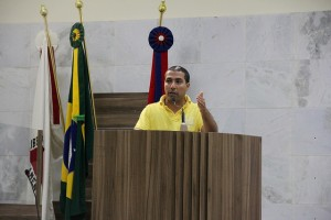 Vereador <a class='post_tag' href='http://pousoalegre.net/topicos/rafael-huhn/' >Rafael Huhn</a> criticou a decisão da prefeitura. Imagem: TV Câmara