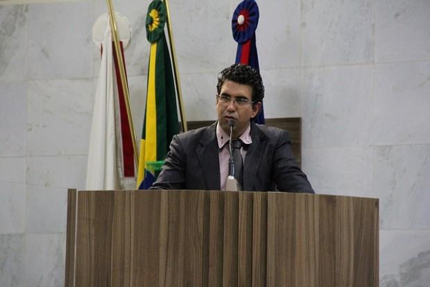 """Mauricio Tutty: """"Deficientes são usados como moeda de troca"""". Imagem: TV Câmara"""