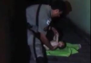 Momento em que bebê foi salvo.