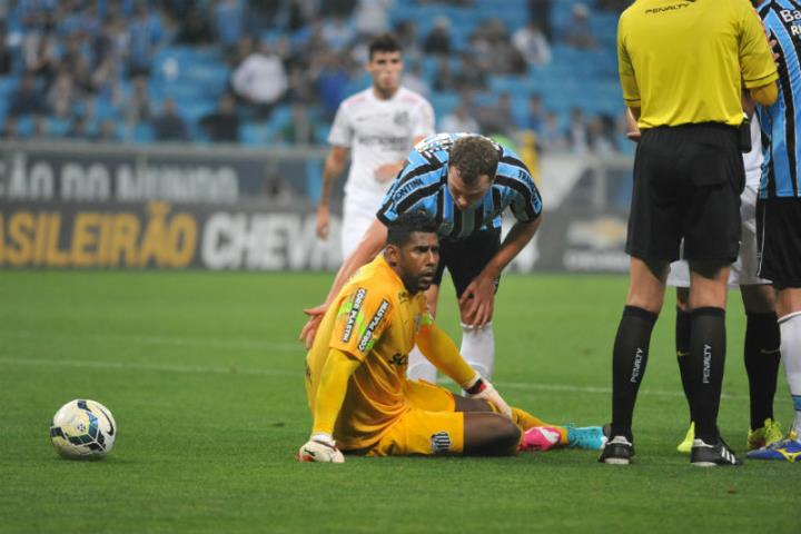 Goleiro do Santos ´nega` perdão por se considerar alvo da torcida do Grêmio  Foto: Mauro Schaefer