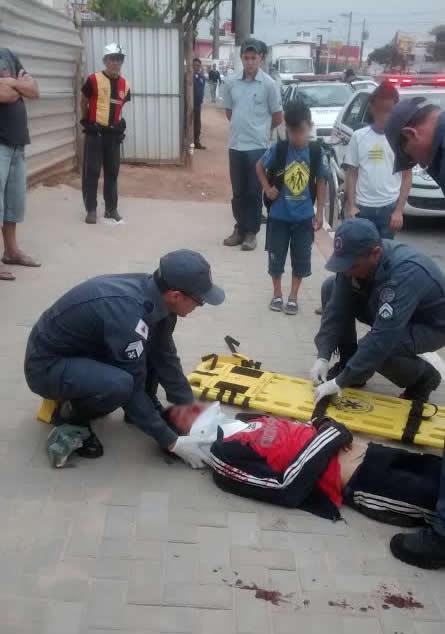 Garoto foi atropelado por uma carreta.