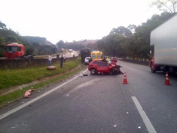 Motorista transitava na contramão na Fernão Dias quando se chocou de frente com ônibus