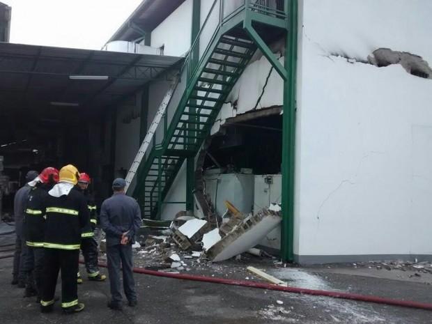 Parte do galpão desmoronou. Foto: Whatsapp / pousoalegre.net