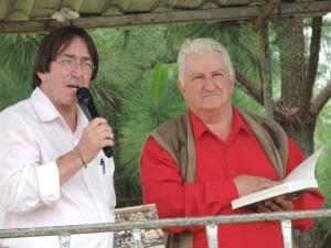 Professor Hilário Coutinho e Celso Coutinho fizeram o lançamento do Livro. Foto: Reprodução Facebook Arlindo Sergio