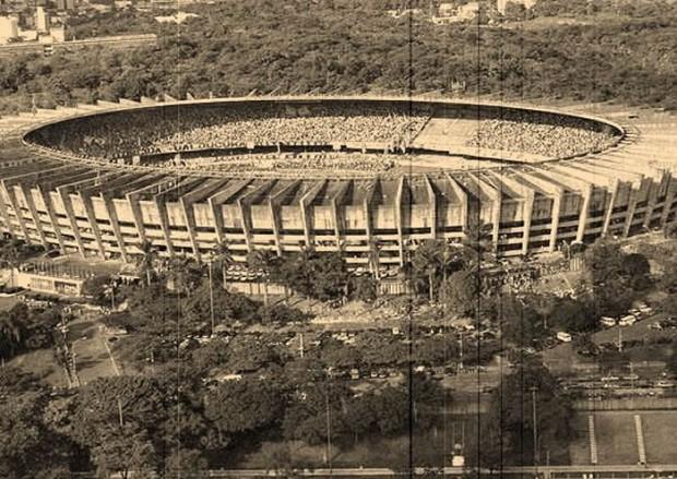 De virada, o time de Pouso Alegre estragou a festa de aniversário do Atlético Mineiro, e deixou mudo o Mineirão lotado. Relembre.