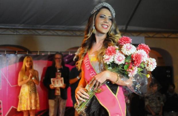 Miss Trans Prisional 2014 eleita, Lis Vitoe Freitas, desfila após o prêmio. Foto: Divulgação Agência Minas
