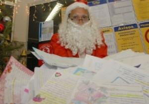 Papai Noel dos Correios pretende ajudar crianças (Foto: Gildo Loyola / Jornal A Gazeta)
