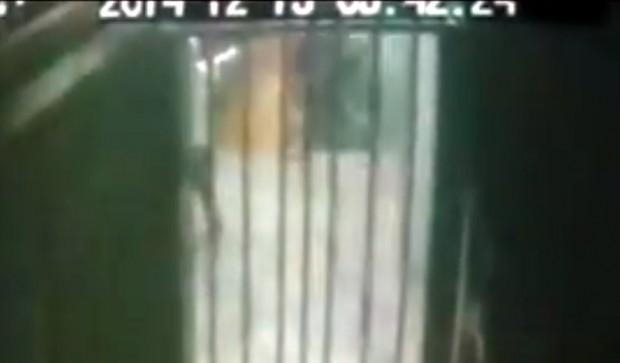 Flávio estava sentado na porta de um mercadinho, quando foi alvejado com cinco tiros.