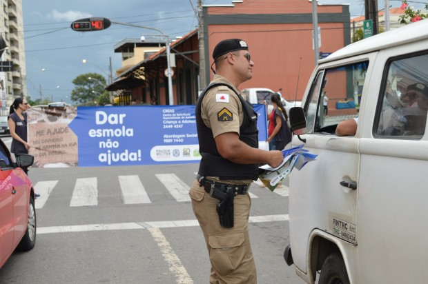Blitz educativa contou com o apoio da polícia militar. Imagem: Divulgação PMPA