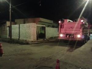 Polícias estouraram portão da casa para fazer resgate.