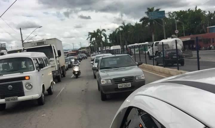 Com fechamento da Dique 2, trânsito ficou intenso na Avenida Perimetral. Foto; reprodução Facebook
