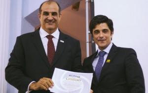 O novo presidente, Sérgio Borges, e o ex-presidente, <a class='post_tag' href='http://pousoalegre.net/topicos/alexandre-magno/' ><a class='post_tag' href='http://pousoalegre.net/topicos/alexandre-magno-2/' >Alexandre Magno</a></a>. Foto: Reprodução Facebook
