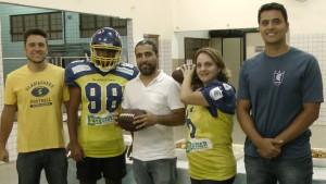 A equipe de futebol americano 'Pouso alegre Gladiadores' vai ensinar a modalidade para alunos do 6º e 9º anos da Escola Municipal Dr. Vasconcelos Costa. A iniciativa tem o apoio do vereador Rafael Huhn