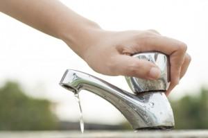 Com a falta de água, é preciso economizar água