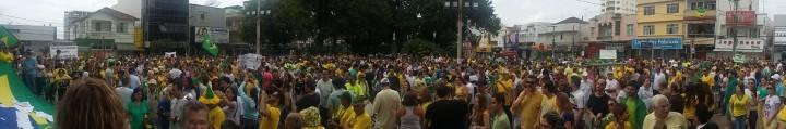 Após trajeto, manifestantes se reúnem novamente em frente a Catedral. Guilherme Carrozza / Reprodução Facebook