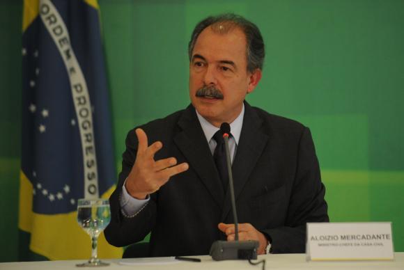 Governo quer avaliar se houve reajustes abusivos nas matrículas feitas com os recursos do Fies, disse Mercadante. Foto: José Cruz/Agência Brasil