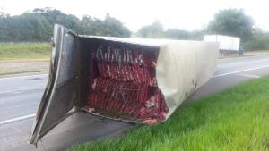 Veja as imagens dos acidentes na BR 459 e BR 381 na região de Pouso Alegre