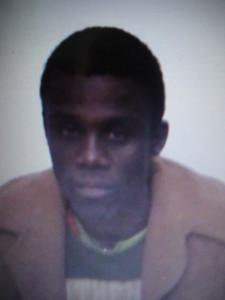 Marcelo Aparecido Rezende, 31 anos, esta sendo procurado pela polícia.